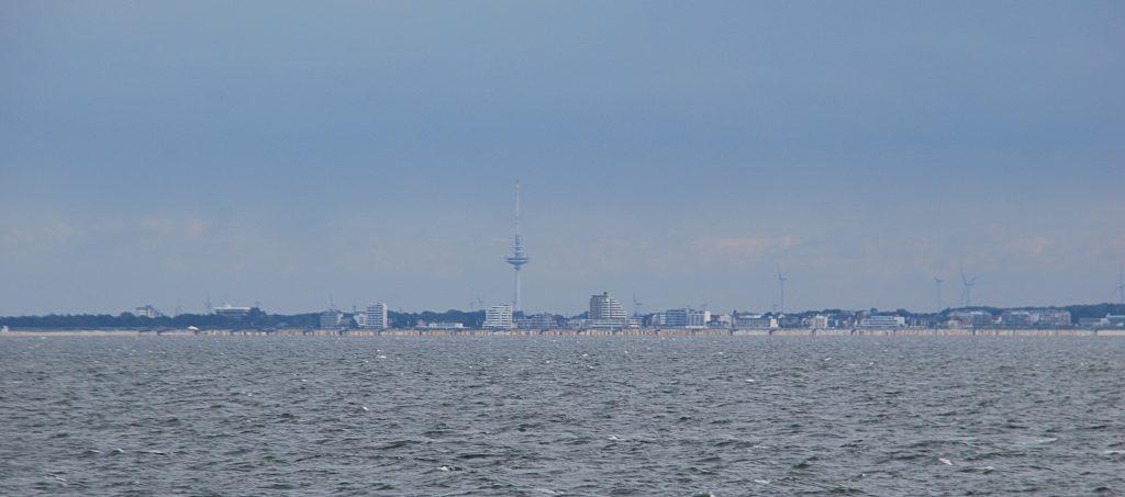 Blick auf Cuxhaven von der Fähre nach Neuwerk